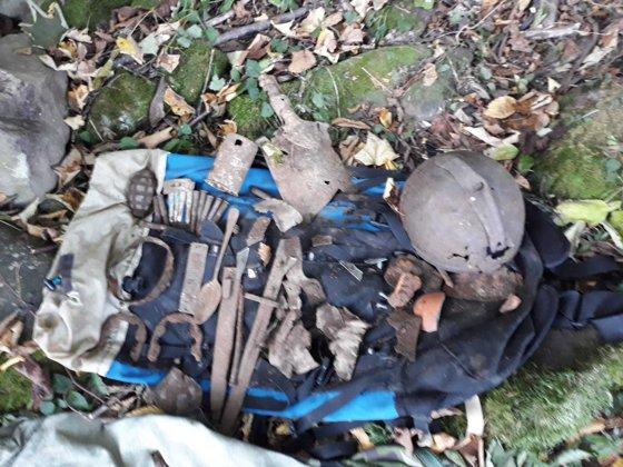 Imaginea articolului Rămăşiţele unui soldat, găsite întâmplător în apropiere de Valea Uzului, cu detectorul de metale/ FOTO