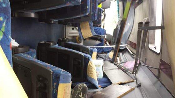 Imaginea articolului Microbuz răsturnat în Bistriţa-Năsăud. 12 călători au ieşit singuri din vehicul