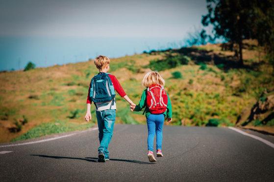 Imaginea articolului Elevii iau atitudine: Copiii dintr-o comună, nevoiţi să se trezească la ora 4 pentru a ajunge la şcoală/ De când se aşteaptă o rezolvare