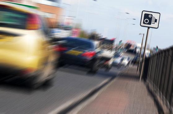 Imaginea articolului Şofer prins de radar cu 166 şi 236 de kilometri pe oră, în timp ce era urmărit de poliţişti