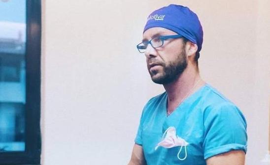 Imaginea articolului Matteo Politi, italianul acuzat că a operat fără drept, anunţă că îşi deschide o clinică medicală