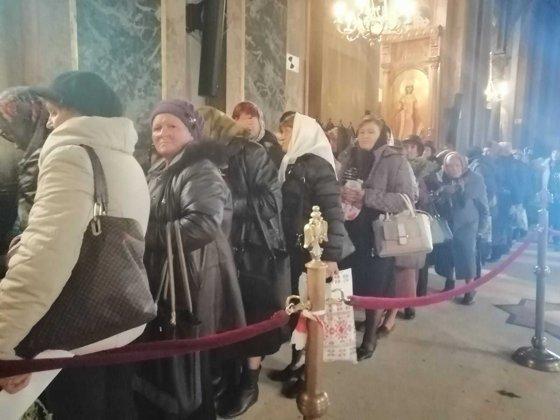 Imaginea articolului Primii pelerini au ajuns la Iaşi să se roage la moaştele Sfintei Cuvioase Parascheva | FOTO