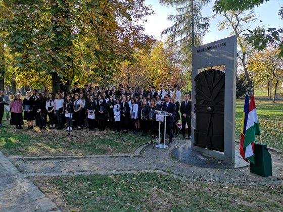 Imaginea articolului 63 de ani de la Revoluţia anticomunistă din Ungaria: Peste 200 de maghiari au participat la ceremonia de comemorare din Cluj-Napoca - FOTO