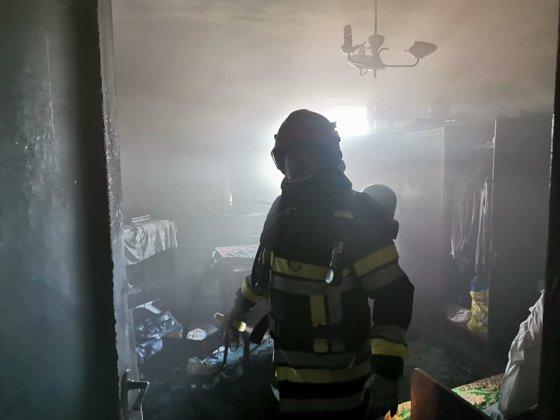 Imaginea articolului Dezastrul provocat în Galaţi de un bărbat beat care a adormit cu ţigara aprinsă. FOTO