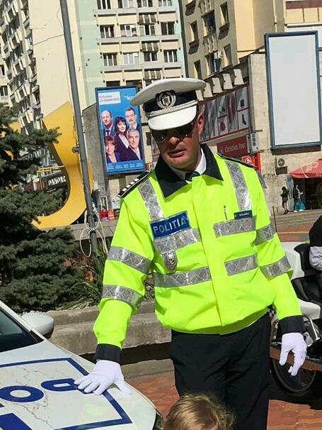 FOTO | Erou în timpul liber. Un poliţist a salvat un bărbat aflat în stop cardiorespirator