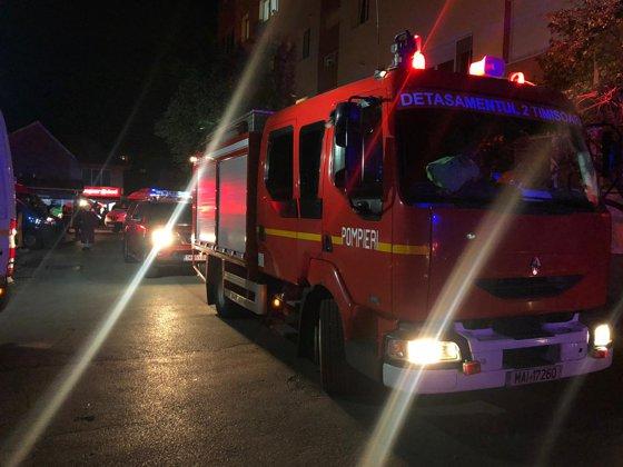 Nou incident în Timişoara. Locatarii unui bloc au fost evacuaţi, după ce în zonă s-a simţit miros puternic de insecticid/ Anunţul ISU