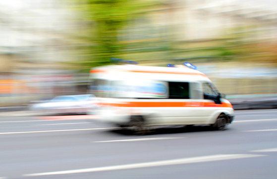 Imaginea articolului Accident rutier grav în Prahova. Cinci persoane au fost rănite după ce o maşină şi un microbuz de transport s-au ciocnit