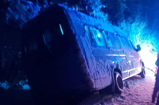 Imaginea articolului Incidente cauzate de ninsori pe şosele | Vrancea: Un microbuz cu 15 copii, implicat într-un accident pe DN 2D / Circulaţie îngreunată pe DN 12A, în judeţul Harghita