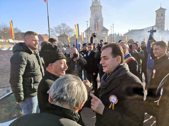 Imaginea articolului Parada militară de 1 Decembrie de la Alba Iulia. Reacţia lui Ludovic Orban, abordat pe traseu de un bărbat