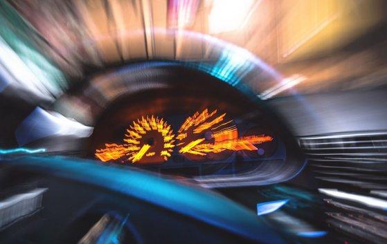 Imaginea articolului Sisteme high-tech împotriva celor care apasă prea mult pedala de acceleraţie. Praguri de sol inteligente care îi zguduie pe vitezomani, instalate într-un municipiu