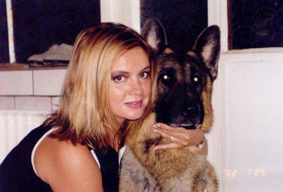 Imaginea articolului Detalii şocante din casa Cristinei Ţopescu. Surse apropiate anchetei au declarat că mai mulţi câini au fost găsiţi, doi dintre ei fiind morţi
