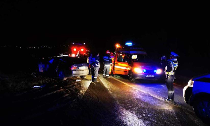 Carambol pe DN14: Patru maşini implicate într-un accident, după ce un şofer a intrat pe contrasens