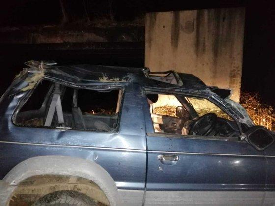 Imaginea articolului Accident teribil: Un tânăr a murit după ce s-a răsturnat cu maşina pe un drum închis circulaţiei - FOTO