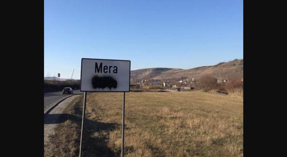 Imaginea articolului Nou caz de vandalizare: Plăcuţe în limba maghiară, acoperite cu vopsea neagră, într-un sat din Cluj. Reacţia UDMR