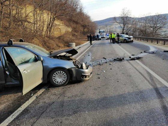 Imaginea articolului Accident cu 6 răniţi în Sibiu, după ce două maşini s-au ciocnit. Au intervenit 3 echipaje SMURD
