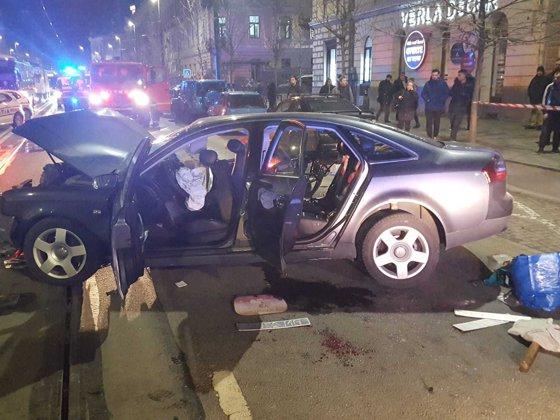 Imaginea articolului Accident teribil în Satu Mare: patru maşini au fost implicate. O femeie însărcinată şi fiica ei au fost rănite