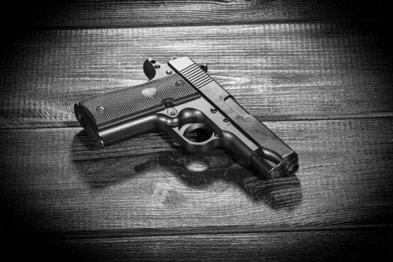 Imaginea articolului Jaf armat la o casă de amanet dintr-o zonă aglomerată a Capitalei. O angajată a fost rănită de atacatorul mascat