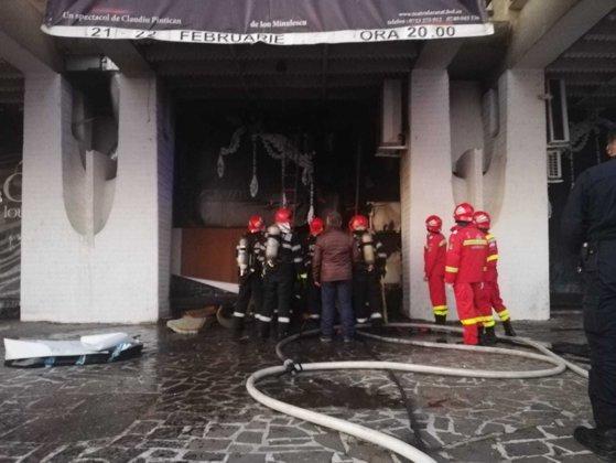 Incendiu la Casa de Cultură din Baia Mare. Zeci de persoane s-au autoevacuat