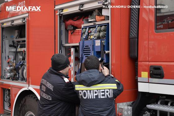 Imaginea articolului Un incendiu a izbucnit la o şcoală dintr-o comună din Argeş / Două autospeciale de stingere, o autospecială de intervenţie şi un echipaj SMURD au intervenit la faţa locului