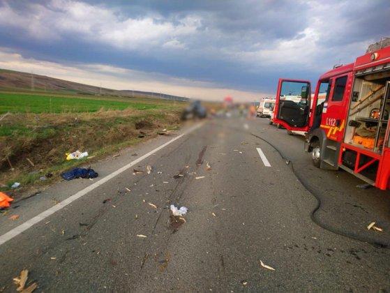 Imaginea articolului Patru persoane au murit, sâmbătă, în Vaslui, după un impact între un autoturism şi un atelaj