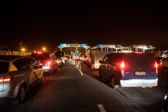 Imaginea articolului Dosar penal şi amendă pentru şoferul care a adus sicriul cu românca moartă din Italia