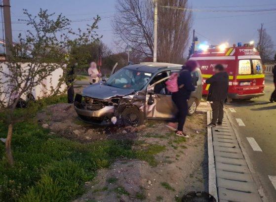 FOTO | Microbuz cu 18 pasageri, implicat într-un accident în Giurgiu. Mai multe persoane au avut nevoie de îngrijiri medicale
