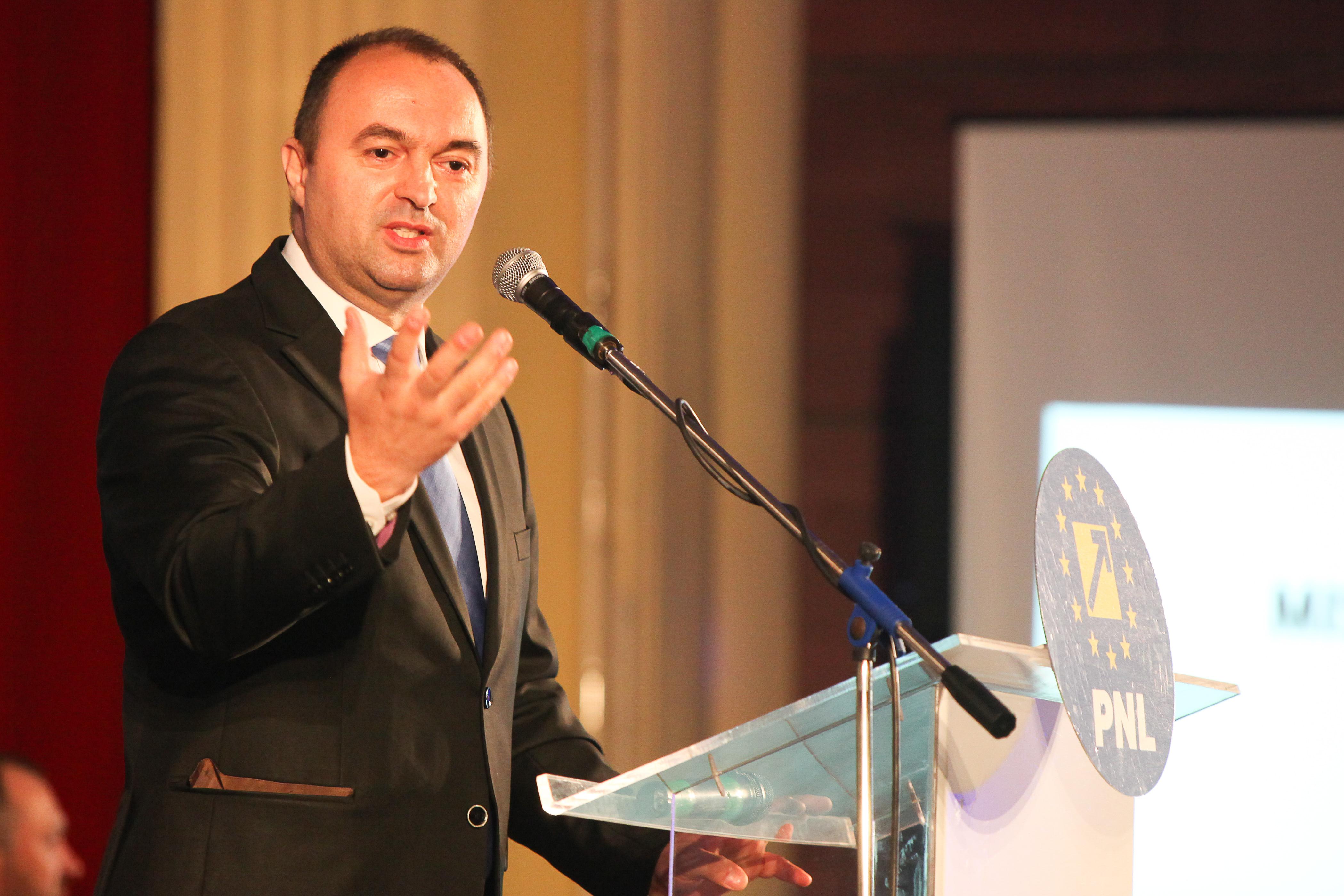 Fostul ministrul al Educaţiei Cristian Adomniţei, condamnat la închisoare cu executare