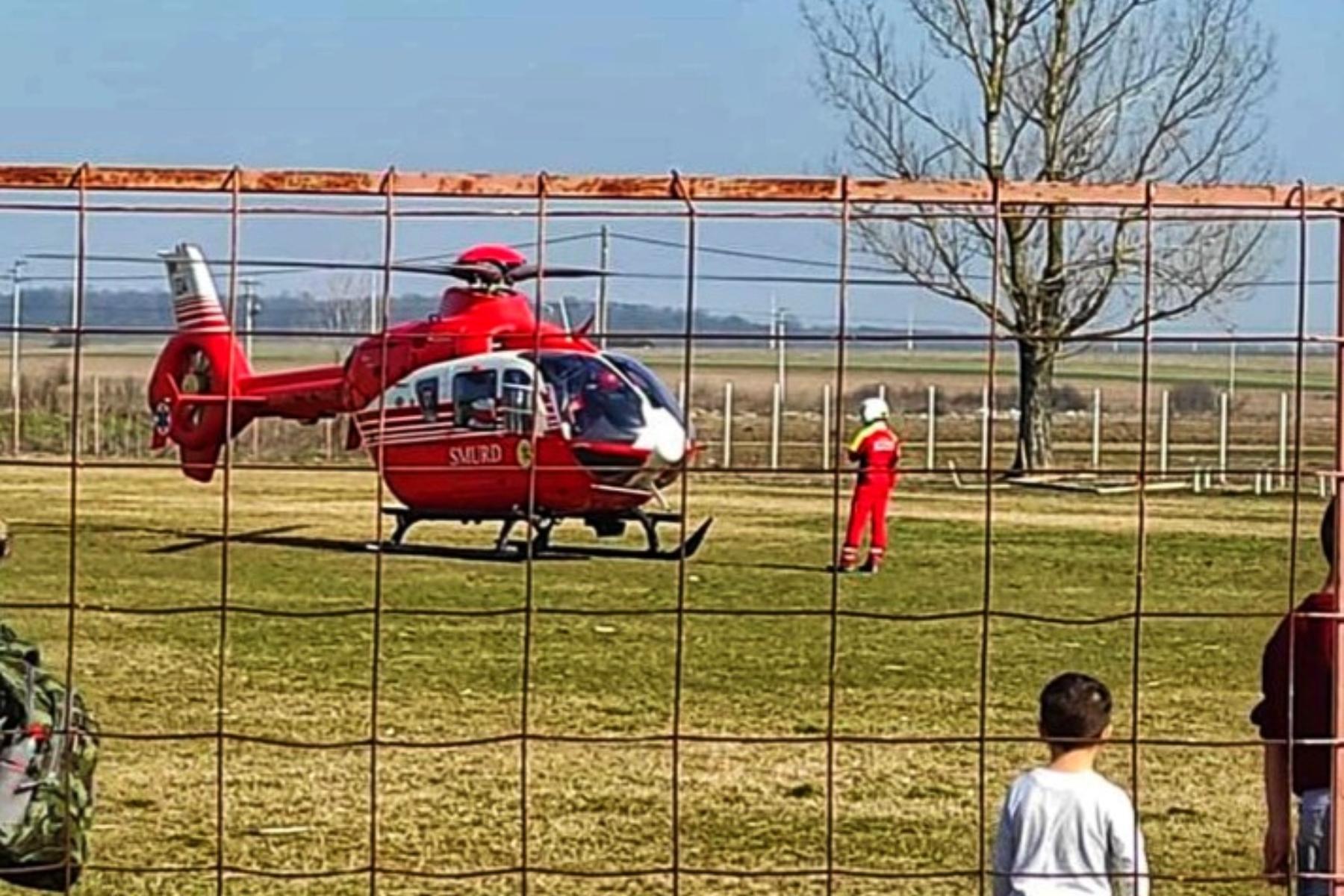 O femeie şi copilul ei, de doar 9 luni, au fost spulberaţi de o maşină. Elicopter SMURD, solicitat după accident.(...)