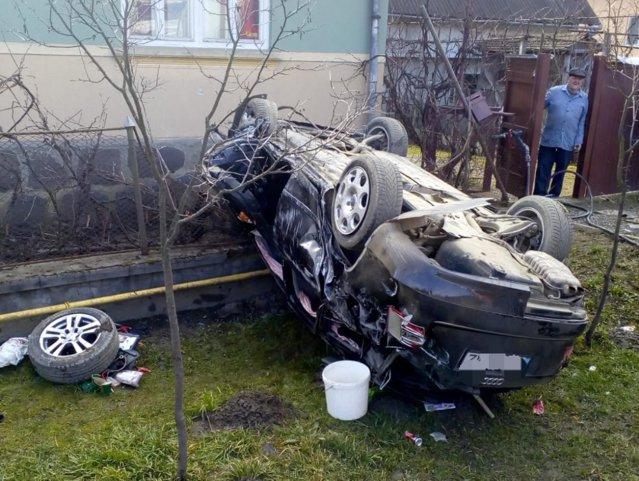 Accident în judeţul Mureş. Un bebeluş de 6 luni a murit după ce maşina în care se afla s-a răsturnat|EpicNews