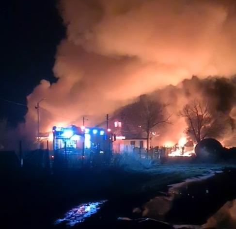 Incendiu puternic în Prahova, la o societate care fabrică produse din ţiţei. Două victime în stare gravă|EpicNews
