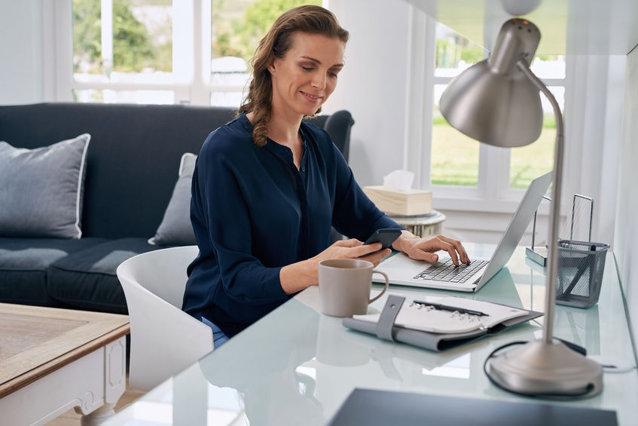 Statul mult la birou afectează postura. Până la ce vârstă se poate corecta|EpicNews