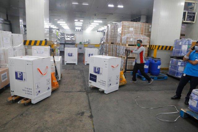 208.000 de doze de vaccin AstraZeneca ajung în ţară în noaptea de joi spre vineri|EpicNews
