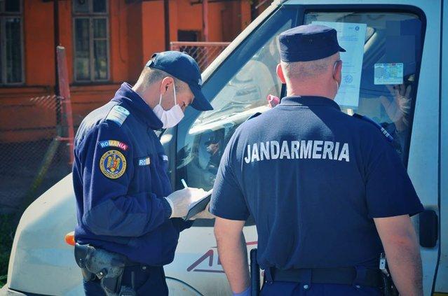 Un bărbat aflat în carantină a forţat filtrul de jandarmi să ajungă la o aniversare. Cu ce sumă a fost amendat petrecăreţul|EpicNews