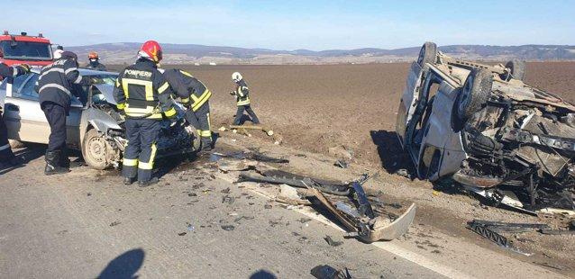 Un accident rutier, în care au foit implicate trei autoturisme, a avut loc în judeţul Braşov|EpicNews