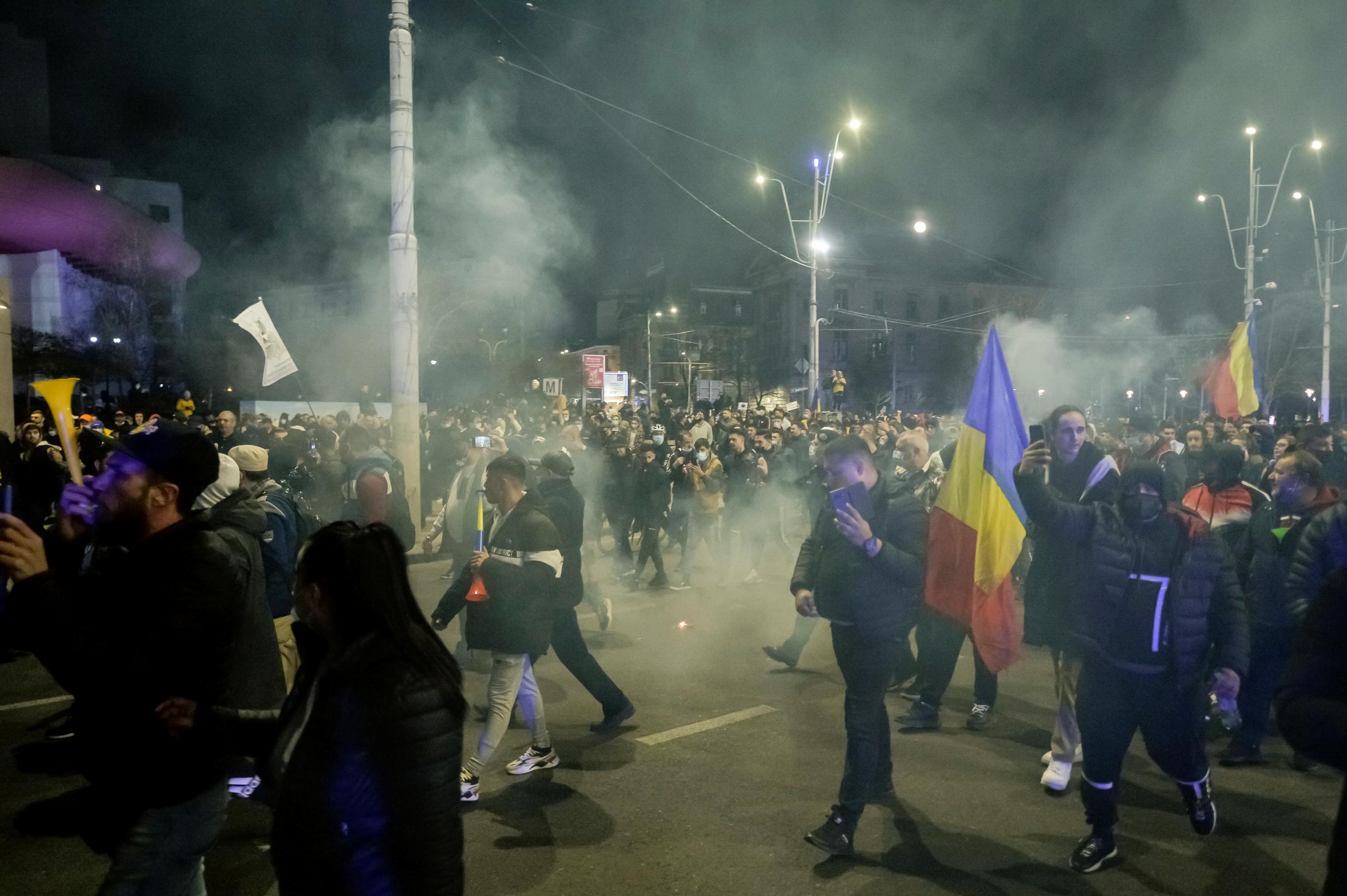 Audieri, în desfăşurare în Bucureşti. 22 de persoane care au participat la protestele violente anti-restricţii din Capitală, audiate