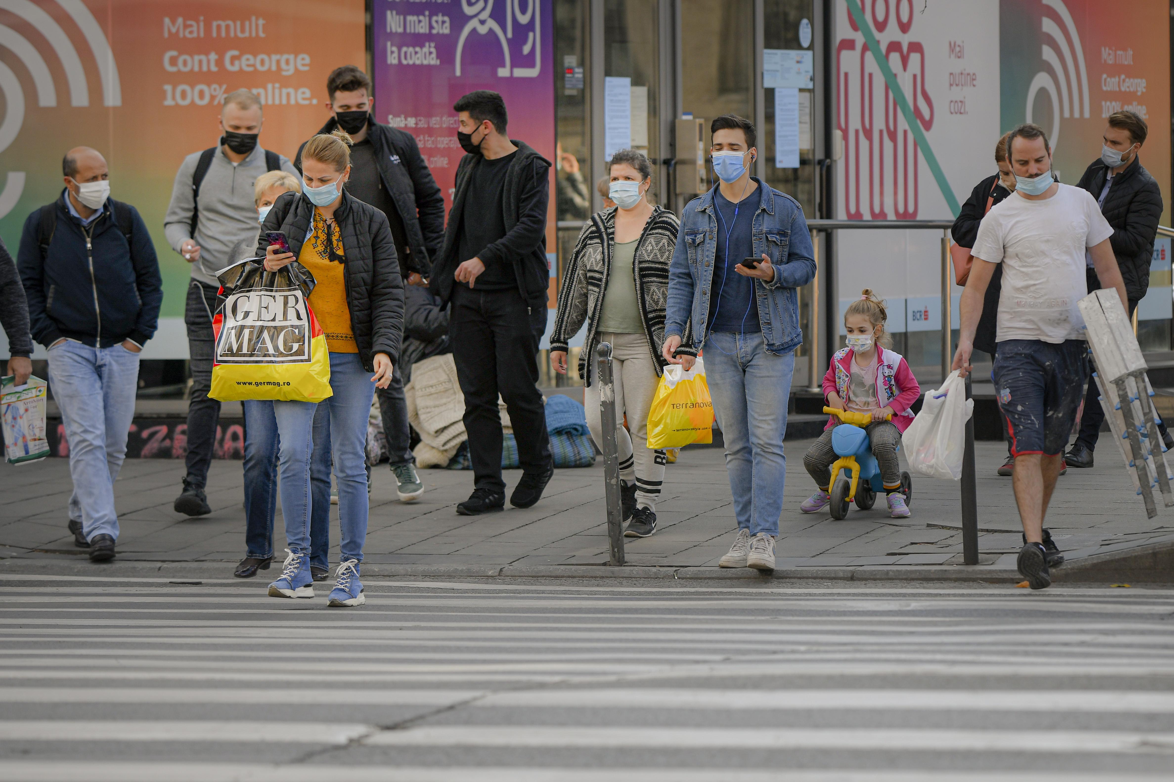 COVID-19: Clasa de mijloc, la nivel mondial, se micşorează pentru prima dată din anii '90. Aproape 150 de milioane de oameni au coborât pe scara socioeconomică în pandemie