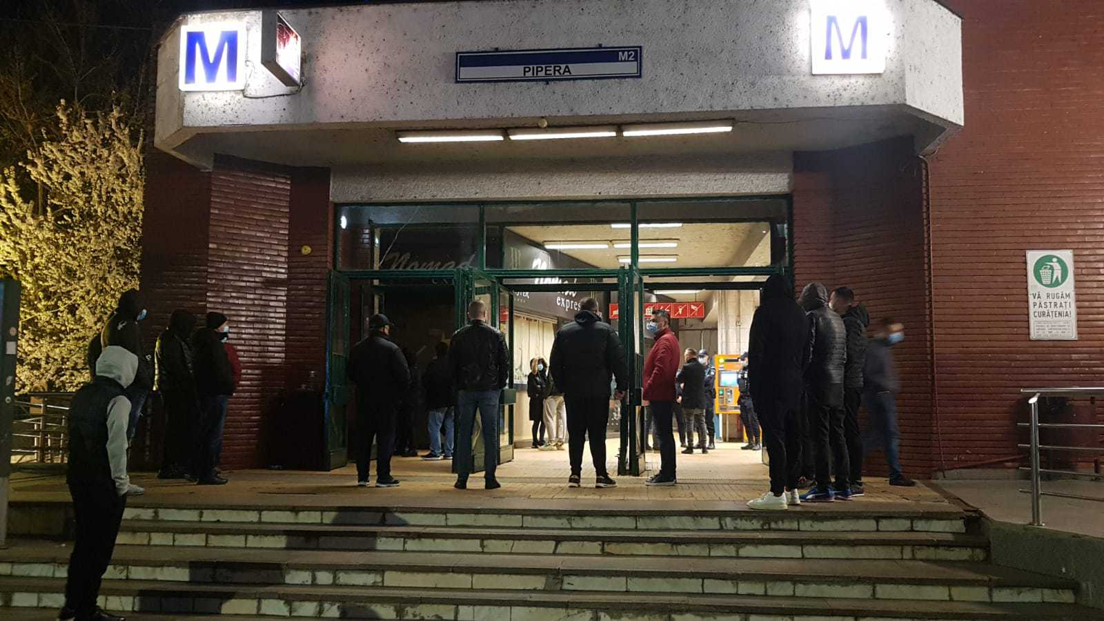 VIDEO Acces restricţionat la staţia de metrou Pipera, pentru evacuarea şi demolarea spaţiilor comerciale. Oamenii sună la 112