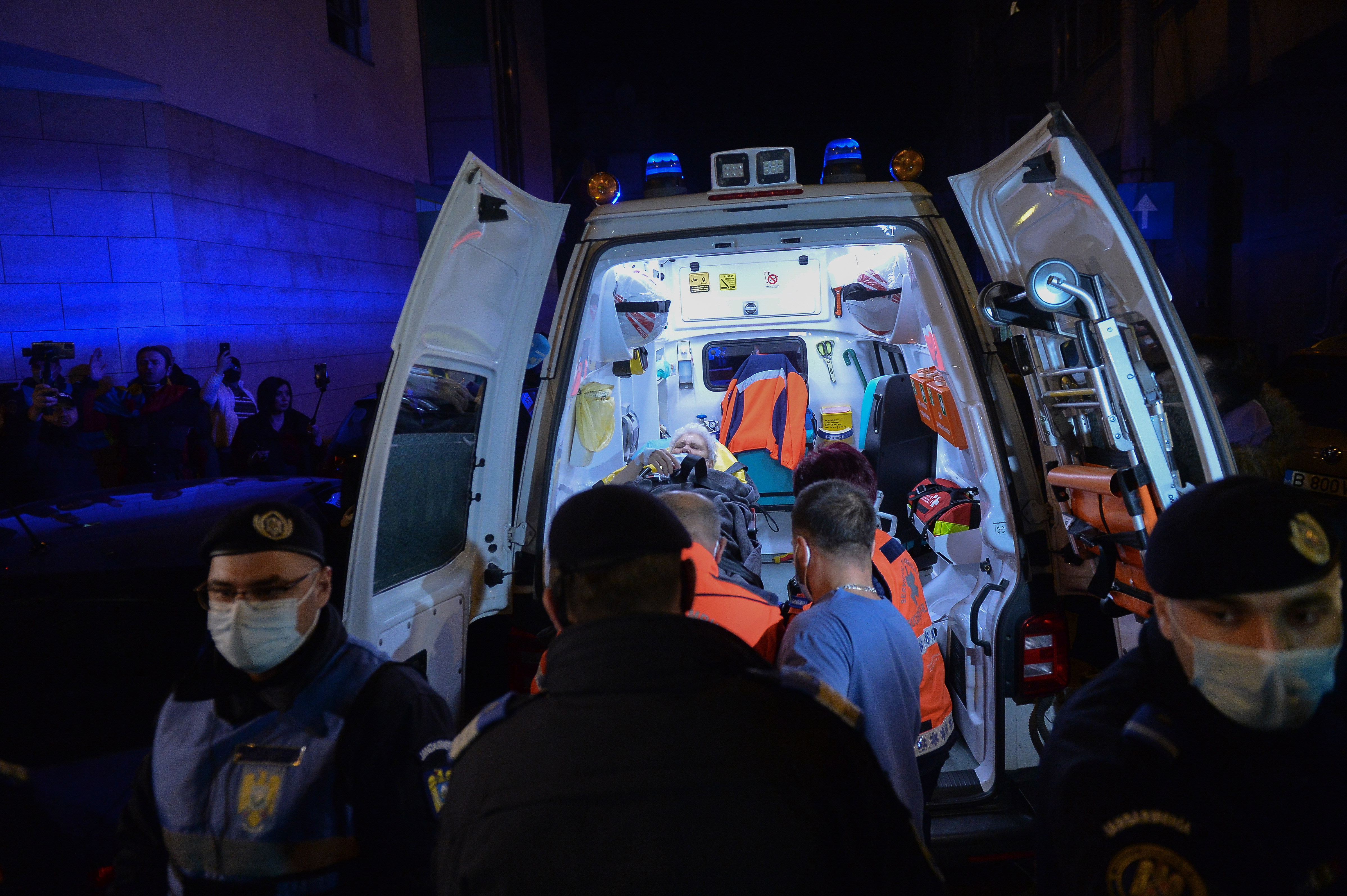 """Evacuarea pacienţilor non-COVID de la Spitalul Foişor, o """"pată pe sistem"""". Reacţia Colegiului Medicilor Bucureşti"""
