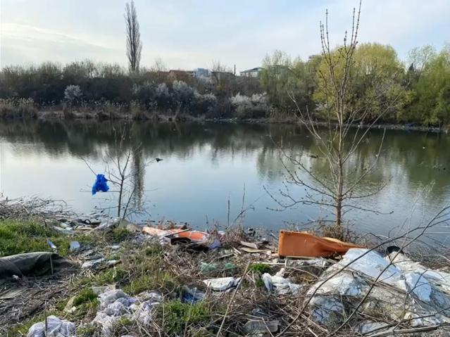 Lacul Fundeni, înconjurat de munţi de gunoaie. Primarul Sectorului 2: Am început neutralizarea acestor calamităţi ecologice|EpicNews