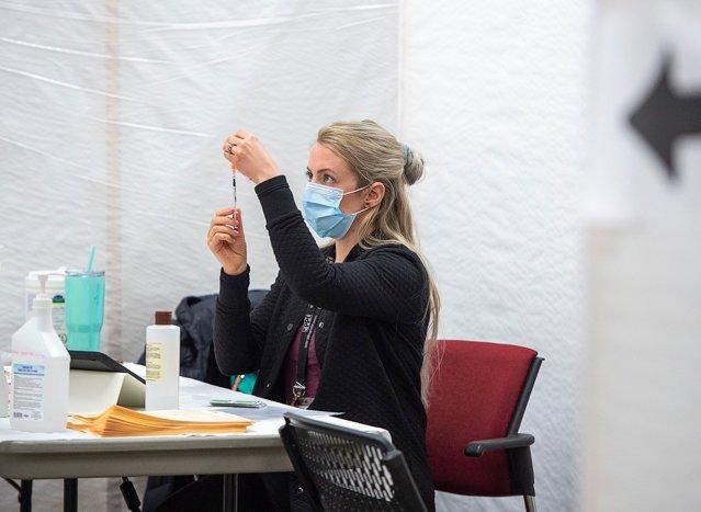 Aproape 2.500 de cadre medicale au făcut COVID-19 de la începutul anului. 81,3% nu erau vaccinate EpicNews