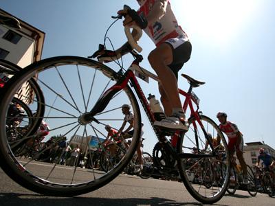 Cicliştii au prioritate la vaccinare, în Vinerea Verde, la centrul drive-through din Deva|EpicNews