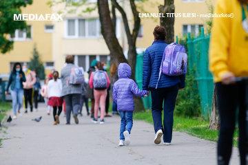 Toţi elevii dintr-un mare oraş din România revin de luni la şcoală