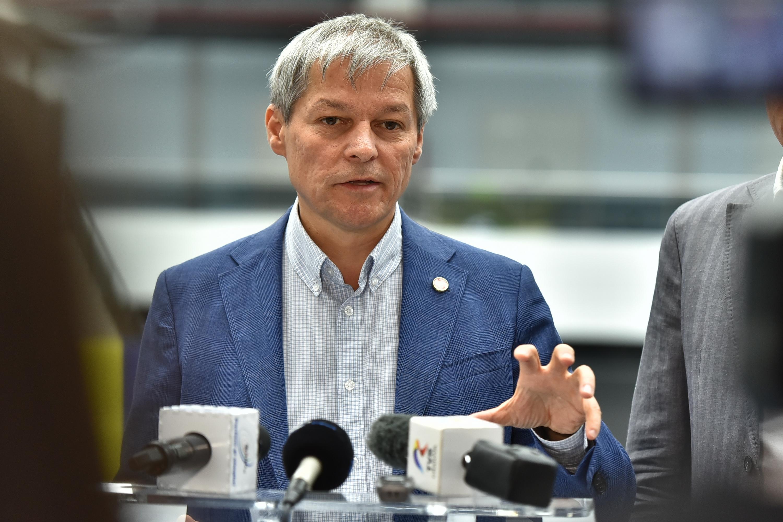 Dacian Cioloş anunţă rezolvarea problemei românilor reţinuţi de autorităţile britanice