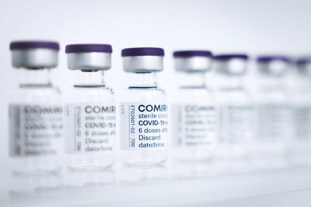 Pfizer confirmă introducerea dozei trei