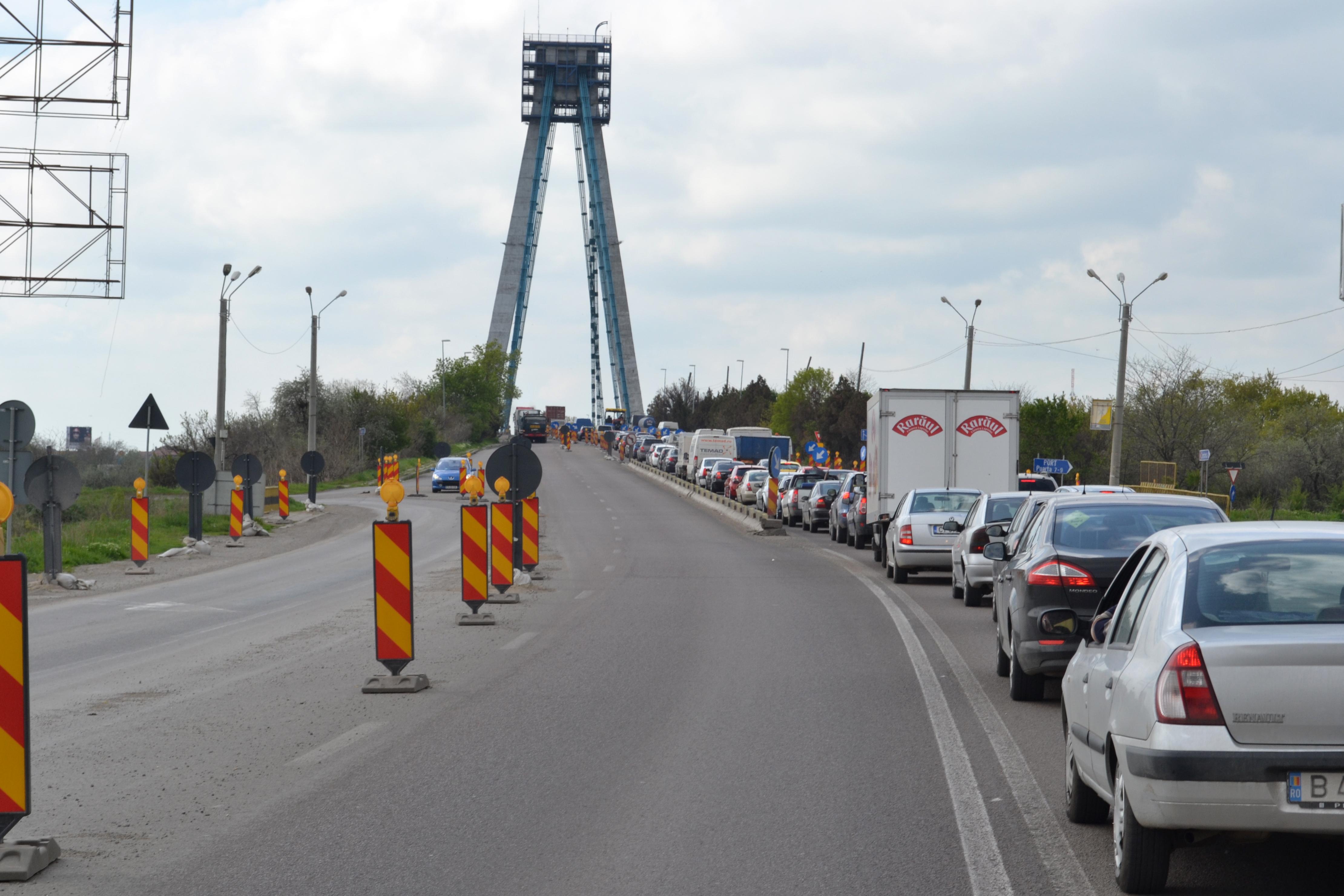 Situaţia traficului pe şoselele din România 18 mai. Circulaţia este îngreunată de câteva lucrări
