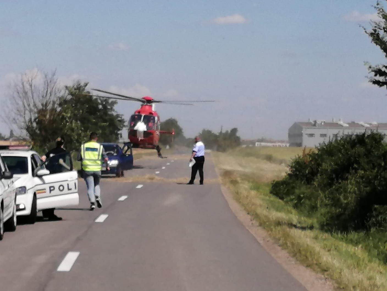 FOTO Accident grav în Satu Mare. Elicopter SMURD la faţa locului, după ce o maşină a luat foc