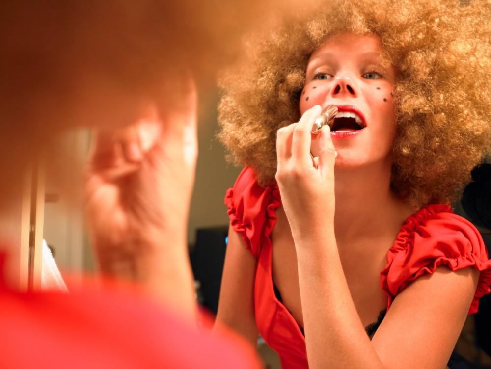 Cum trebuie alese produsele cosmetice? Specialiştii au descoperit care este factorul care afectează(...)