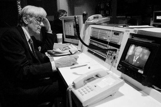 A murit Edward Mortimer, unul dintre cei mai cunoscuţi jurnalişti din lume|EpicNews