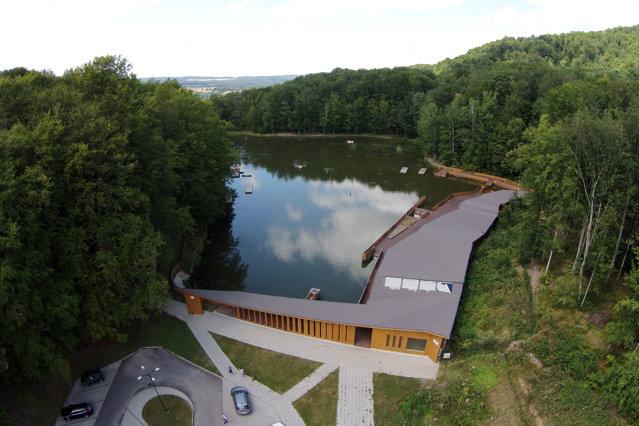 Cel mai mare lac sărat helioterm din Europa se redeschide vineri pentru scăldat. Care sunt preţurile de intrare|EpicNews