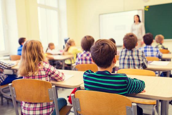 """INTERVIU Ce cred elevii despre educaţia sexuală? """"Da"""" sau """"ba"""" pentru SexEd în curricula şcolară?"""